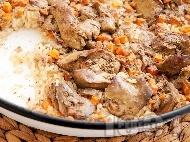 Вкусен печен крехък свински черен дроб с ориз и лук на фурна
